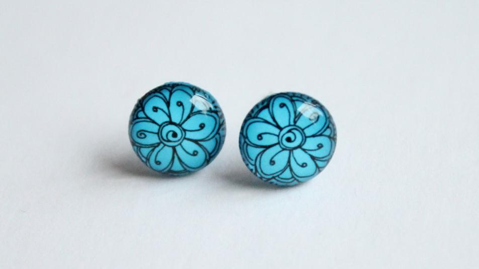 Flower pattern vivid blue studs