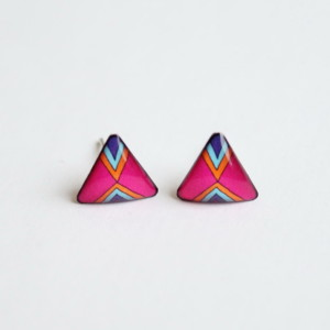 Magenta / vivid pink geometric triangular stud earrings