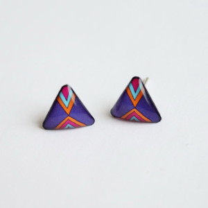 Dark purple triangular stud earrings